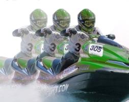 Каждой команде из двух человек, надо будет пройти на аквабайках около 1500 километров по морю и по реке